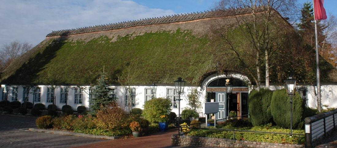Der Historische Krug in Oeversee mit altem Reetdach